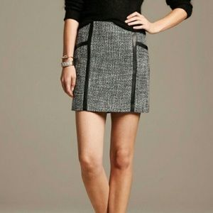 Banana republic woman's piped tweed skirt. Size 6